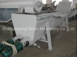 Plastikhaustier, das Maschine aufbereitend sich wäscht