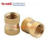 Noix en laiton symétrique de garnitures intérieures filetées de service de dispositif de fixation de fournisseur de la Chine pour le constructeur en plastique