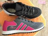 中国の製造業者の競争価格の運動トレーナーの女性のスポーツの運動靴