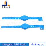 Kundenspezifischer ABS Plastik-RFID Kurbelgehäuse-BelüftungWristband für Eilzustellung