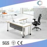 Escritorio de madera moderno del ordenador del encargado del vector de los muebles de oficinas