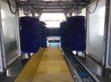 La máquina de la colada de coche del túnel con la rueda aplica la arandela del coche con brocha