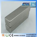 De bulkdie Magneten van de Zeldzame aarde naar de Magneten van de Holding van het Werk van Magneten worden aangetrokken