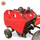 販売のためのトラクターによって使用される干し草の梱包機の後ろで歩くこと