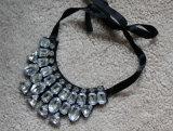 Halsband van de Kraag van de Nauwsluitende halsketting van het Kostuum van het Kristal van de Charme van de manier de Ruige (JE0075)