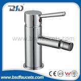 Torneira de lavatório Monobloc de latão de alta qualidade com alavanca de alavanca