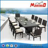 熱い販売の木製のダイニングテーブルおよび椅子の現代屋外の食事セット