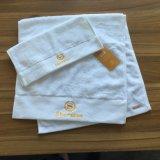 Handdoek van uitstekende kwaliteit van het Hotel van 100% de Katoen Geborduurde