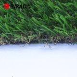 Césped natural de la alfombra del jardín para el patio de los niños