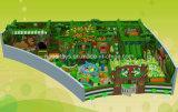O projeto o mais novo do tema da selva caçoa o equipamento macio interno do campo de jogos (A-15214)