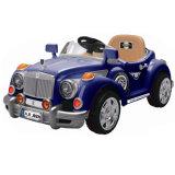 O carro elétrico do brinquedo das crianças dos carros do vintage caçoa o carro elétrico