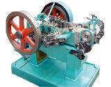 기계를 만드는 은과 구리 리베트