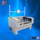 El profesional calza la cortadora del modelo con el proyector (JM-960T-PJ)