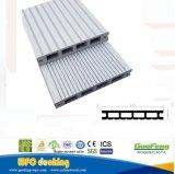 O composto de plástico de madeira cinza branco, pisos de madeira em deck