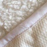 極度の居心地のよいプラシ天の羊毛の防水マットレスパッド