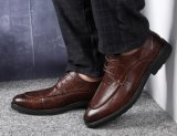 本革のブラウンのイタリア様式の偶然の人の服の結婚式の靴