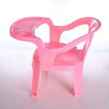 2017 Nueva muestra coloridos bebé comer sentado pequeña PP silla de plástico con forma de corazón