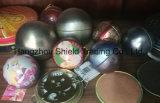 Bola de metal de las decoraciones de la Navidad con las cadenas
