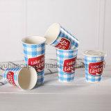 Kaltes Wasser-Saft-Wegwerfgetränkekalte Getränk-Cup