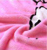 Doux superbes chauffent la couverture estampée d'ouatine de flanelle