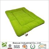 ペット木枠のマットか慰めのケージのベッドパッドまたは洗濯できる仮眠のベッド