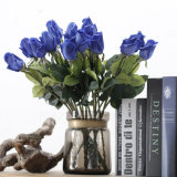 Rose di seta artificiali dell'azzurro reale di tocco reale da vendere