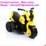 Motocicleta eléctrica de los cabritos en clases de colores