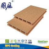 屋外の連結のDeckingは木製のプラスチック合成のデッキボードをタイルを張る