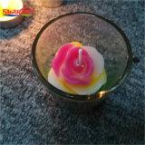 Стеклянный кувшин прогулочных судов при свечах с цветком квадратных