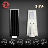 20W el alto lumen IP65 impermeable integró todos en un precio solar de la luz de calle del LED