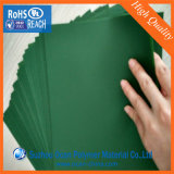 Un film rigide en PVC de couleur verte pour les feuilles des arbres de Noël en plastique