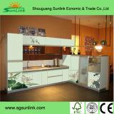 かえでの純木の食器棚のドア
