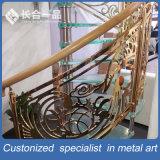 Personalizado de oro y tallar patrón de acero inoxidable escaleras interiores barandilla