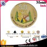 Casting de alta qualidade com 50 anos de pino de lapela de ouro do aniversário