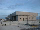 Il composto del cemento riveste il magazzino di pannelli della struttura d'acciaio