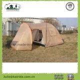居間が付いている4つの人の二重層のキャンプテント