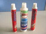 歯磨きのチューブまたは軟膏の管か薄板にされた管