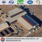 Pianta industriale pesante della struttura d'acciaio con ventilazione