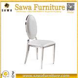 本革の椅子を食事する現代ステンレス鋼の足