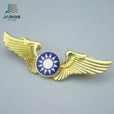 Pinos personalizados do Lapel do metal do projeto da águia do ouro do metal