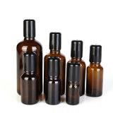 De verschillende Fles van het Glas van de Grootte Amber voor Kosmetische en Essentiële Olie