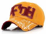 最上質のオレンジくまによって刺繍されるおかしい帽子