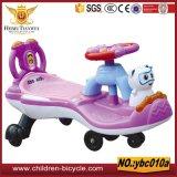 De purpere Roze Gele Blauwe Rit van het Kind van de Auto's van de Schommeling van de Baby op Auto's/het Speelgoed van Jonge geitjes