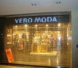 Rodillo de cristal puerta a la tienda con diseño de moda