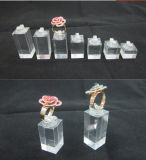Cube acrylique solide en étalage de bijou de boucle