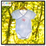柔らかい有機性赤ん坊は着物様式の男女兼用の赤ん坊ボディに着せる