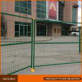 Los paneles temporales movibles de la cerca del emplazamiento de la obra