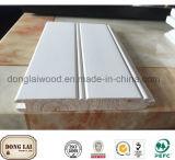 ブナの白いプライマー上塗を施してある木製の材木の形成の形