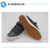 2017の新しく熱い販売の卸売魔法テープ靴