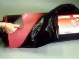Curar la hoja de revestimiento de caucho natural con rojo, color negro.